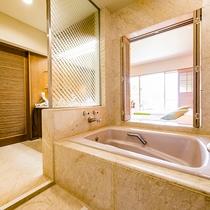 客室のお風呂はリゾート仕様の窓付きです(オーシャンツイン/ガーデンツイン)