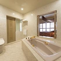 オーシャンスイート【90平米】窓から沖縄の海を眺めながらご入浴