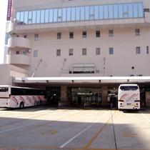 【ホテル1階にあるバスセンタ-】