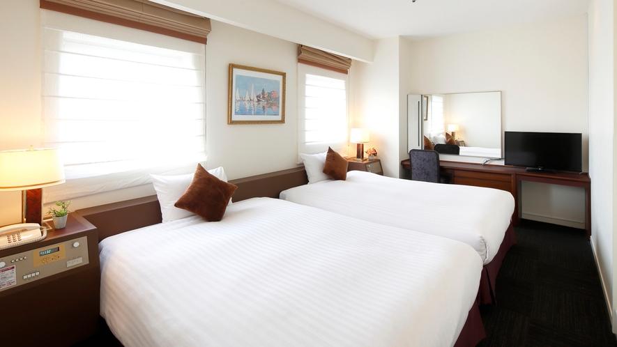 プレミアムツインルーム(館内に1室のみ、最上階、海側、40㎡)ご予約はお電話にて承ります。