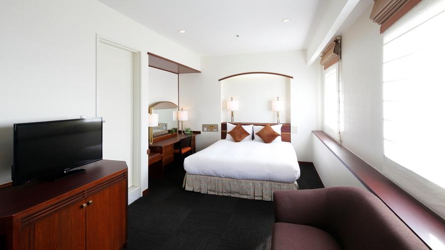 デラックスダブルルーム(館内に1室のみ、最上階、海側、33㎡)ご予約はお電話にて承ります。