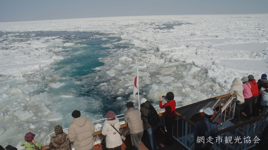 *[流氷観光砕氷船 おーろら]乗船場は当館より車で約12分
