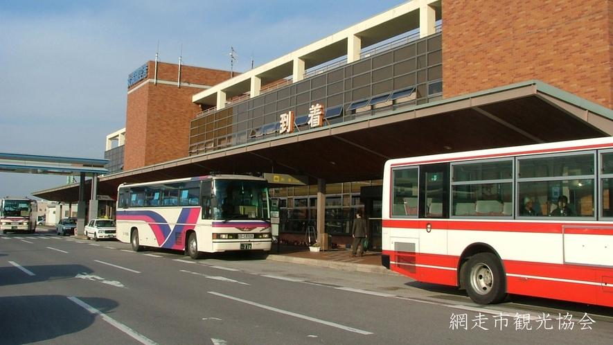 *[女満別空港]空港からバスの場合、網走方面行きで網走湖荘前で下車していただければ当館は目の前