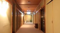*落ち着いた雰囲気の館内。北海道の木材が随所に使用されております
