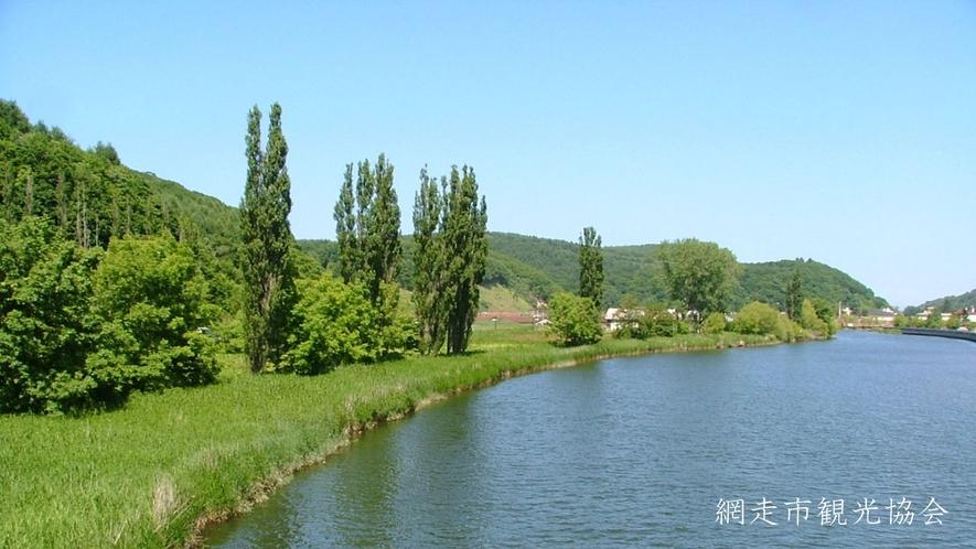 *[風景/夏]ポプラ並木と網走川。写真を撮りながら網走川を散策してみてはいかがですか?