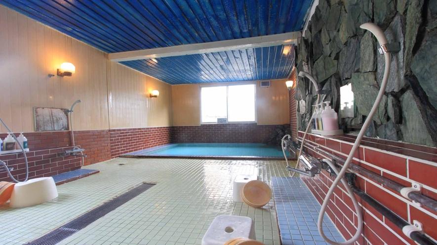 *純度100%の天然温泉。24時間入浴OK!