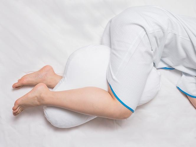 【オリジナルフットピロー】横向きの体制でも足を自然な体勢でお休みいただけます※数に限りがございます