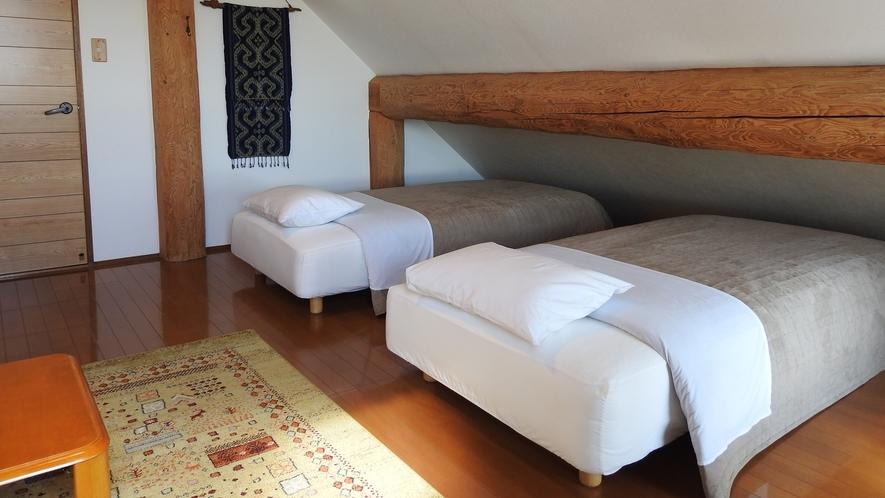 屋根裏部屋のような客室(一例)