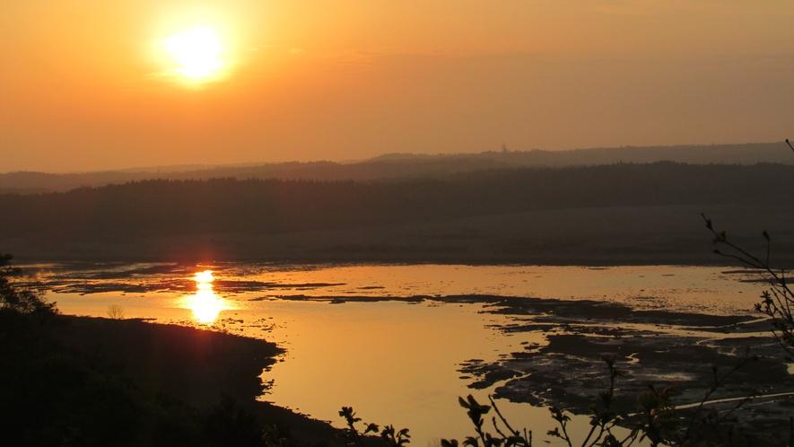 霧多布湿原の夕日