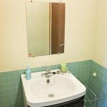 *共用洗面所/廊下にあります。数には限りがあるので順番にご利用くださいませ