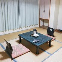 *和室一例/アメニティ一例。浴衣、バスタオル、フェイスタオル、ハミガキセットをご用意しております