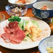 *夕食一例/ボリューミーな手作り夕食は男性のお客様でも満足なボリュームです♪