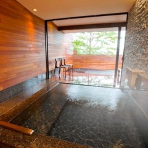 貸切風呂からは「新緑」も愉しめます