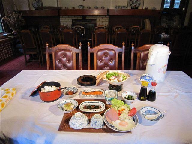 朝食の画像1例(鍋付の朝食)