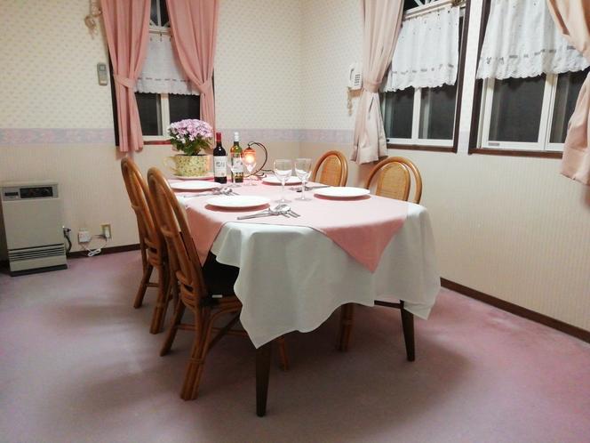 朝夕本館個室でお食事をゆっくりお楽しみください。