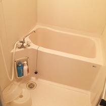 【別館*洗い場付バス】 足洗いやシャンプーに便利です♪