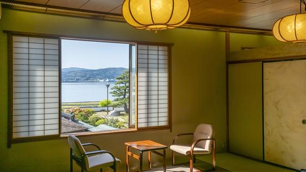 【宍道湖向き8畳】庭園越しに湖を眺める(2F・アウトバス)