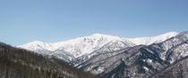 会津高原高畑スキー場より奥会津の深山の名峰を望む