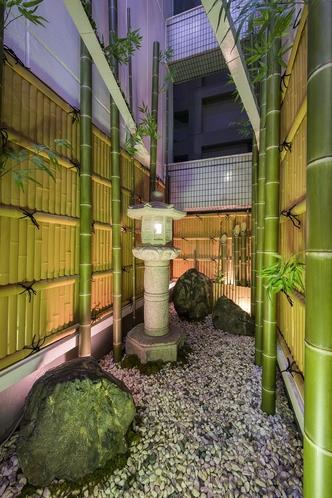 本館セジュールフジタ 3階 ちょっとした庭・竹あり