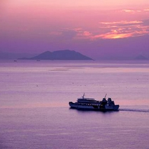 夕暮れの船旅