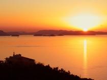 展望台からの眺め 夕日と宿舎