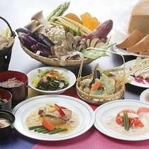 *夕食一例(グリーン期)/新鮮な四季の食材を楽しめます♪