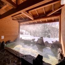 *露天風呂/温かい湯船に浸かりながら、季節ごとに変わる景色をのんびりご堪能下さい。