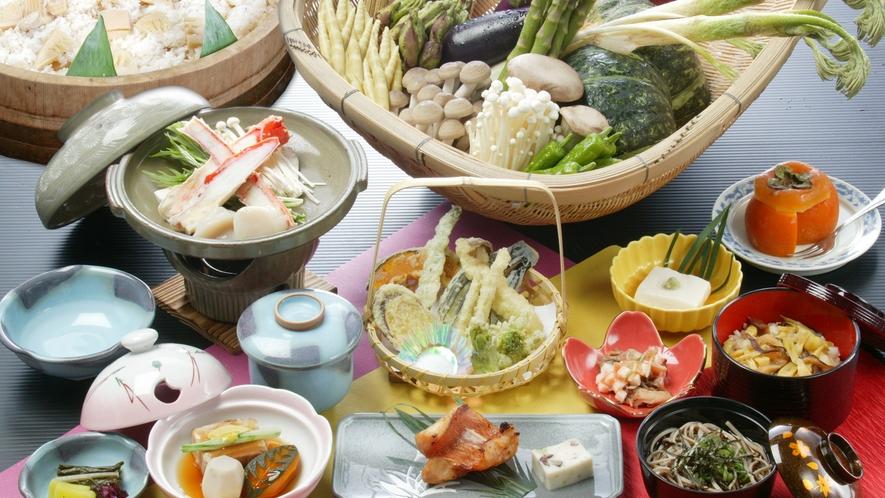 *夕食一例(グリーン期)/四季の味覚に舌鼓。新鮮な食材が並びます