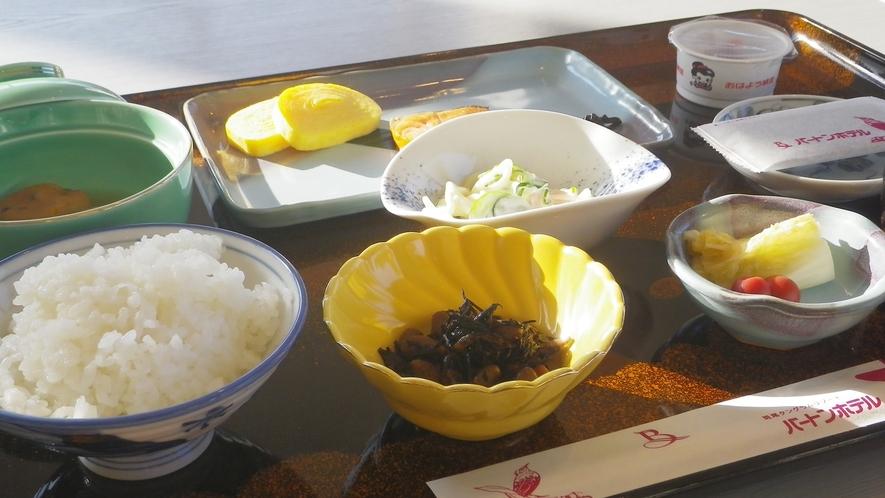*朝食一例(グリーンシーズン)/しっかり栄養を付けて!