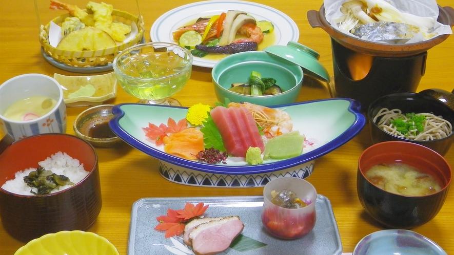 *夕食一例(グリーン期)/季節の味覚を盛り込んだ食に舌鼓。