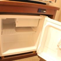 お部屋に冷蔵庫あります