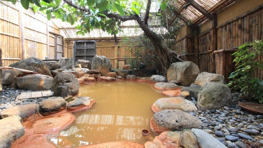 貸切温泉もなんと源泉かけ流しの露天風呂です