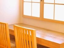 ラウンジにあるソファーや椅子もこだわりが♪ 座ってみてください(^^