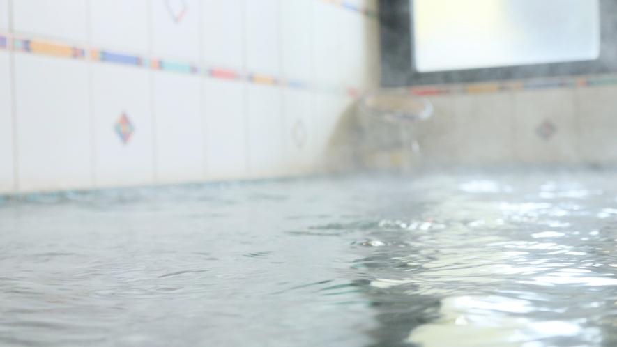 星見の湯-女性用・内湯--熔岩風呂は細胞を活性化し、美容と健康に良いです