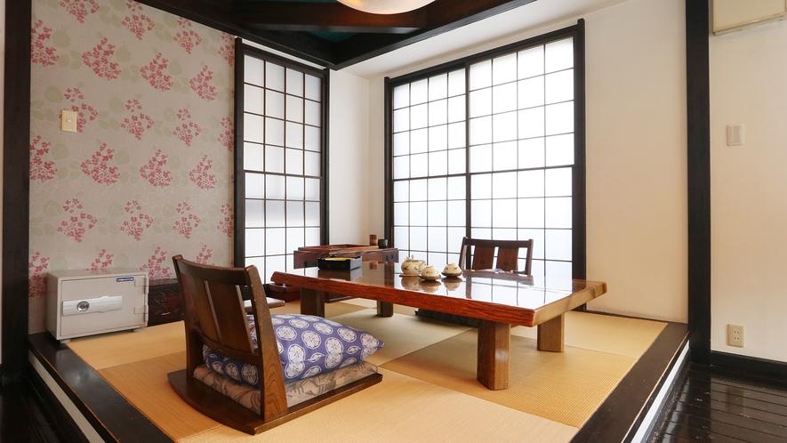 特別室-大黒天の間--6人掛けのダイニングテーブルまたは、あがりの和室でお食事を♪