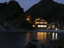 新素泊まり用朝付き外観と海