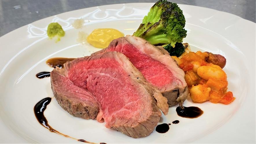 低温調理した和牛の肉料理