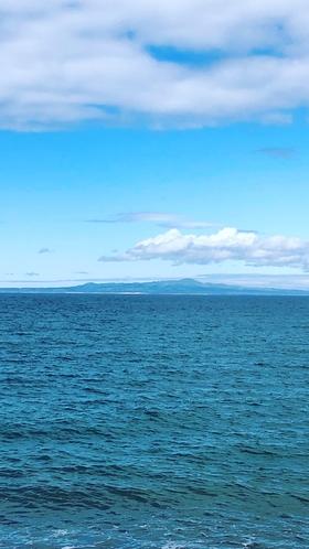 野付半島からの国後島
