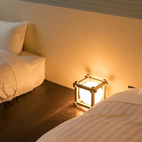 ベッドサイドに灯る行燈