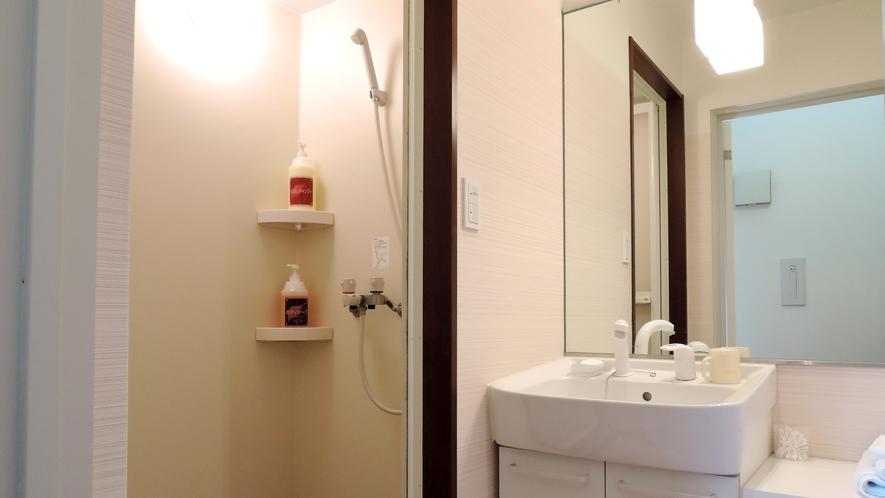 *館内/シャワールーム。24時間ご利用可能です。
