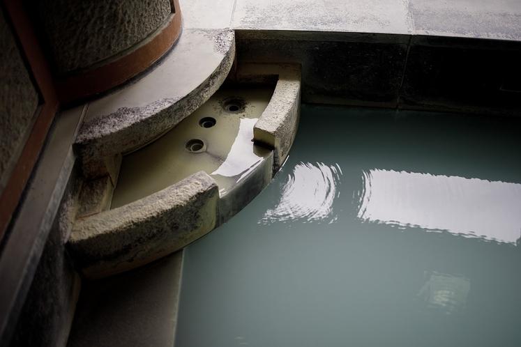 那須温泉の源泉が流れます