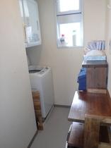 デラックスルーム脱衣室(洗濯機、乾燥機)