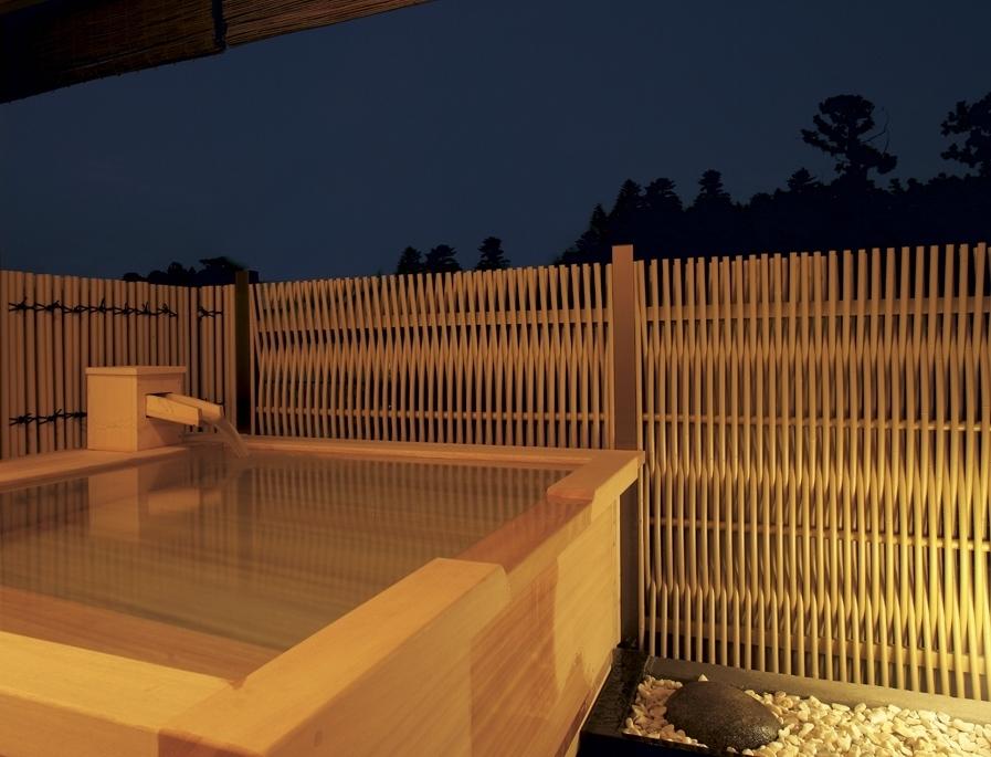 ■新檜露天風呂客室 (夜の模様)