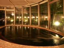 【花巡りの湯】はぎ温泉の湯で、日頃の疲れを湯ったり癒やす大浴場「花巡りの湯」。