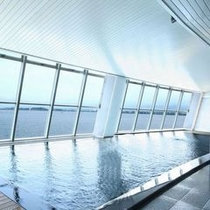 柴山潟と白山連峰一望の大浴場