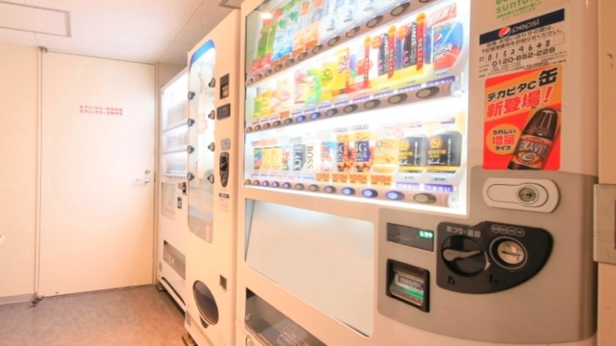 自動販売機(アルコール、ソフトドリンク、カップ麺)11階にございます