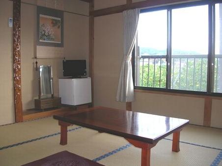 和室7.5〜8畳(冷蔵庫)