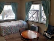 6畳和室ベッド付き
