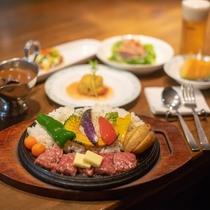 A5ランク国産和牛を使用した「なんぷカレー」が一番人気。前菜からデザートまでボリュームたっぷり