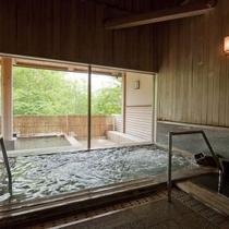 八ヶ岳の湧水を沸かした大浴場
